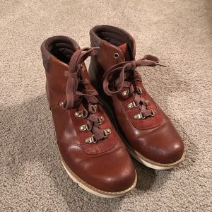 Brown leather timberlands. Size 9.